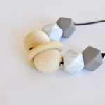 Lluna teething necklace for stylish moms